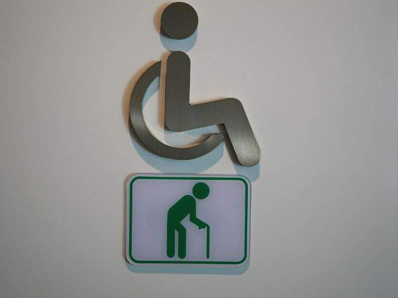 How to arrange a bathroom for a disabled person