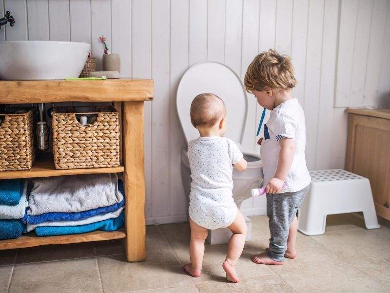 kids-in-the-bathroom